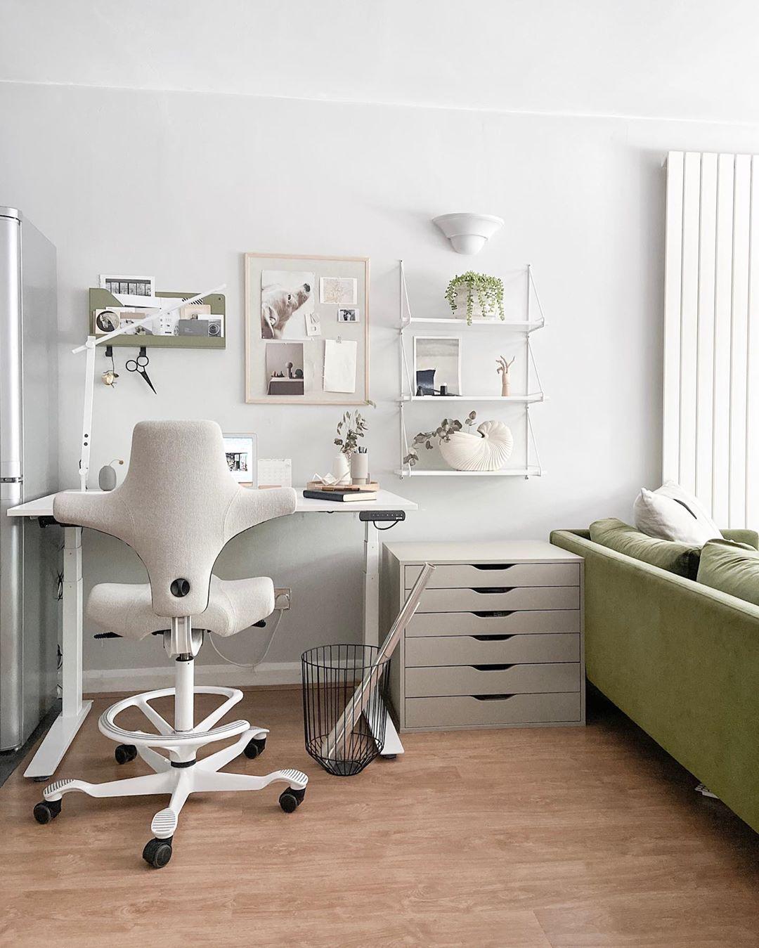 HAG Capisco in grey in home office