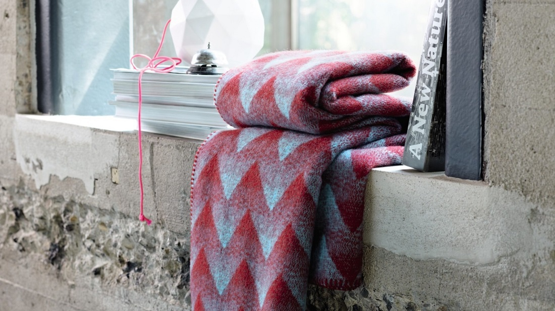 blue and red woolen scarf on a windowsill made by Rorostweed