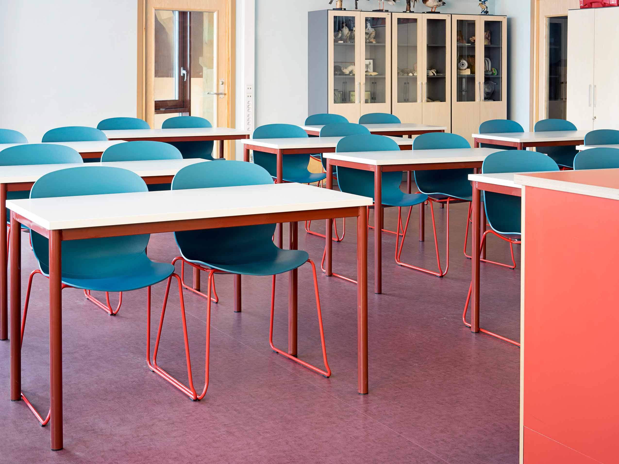 turquoise and red RBM Noor chairs in a classroom at Hebekk School