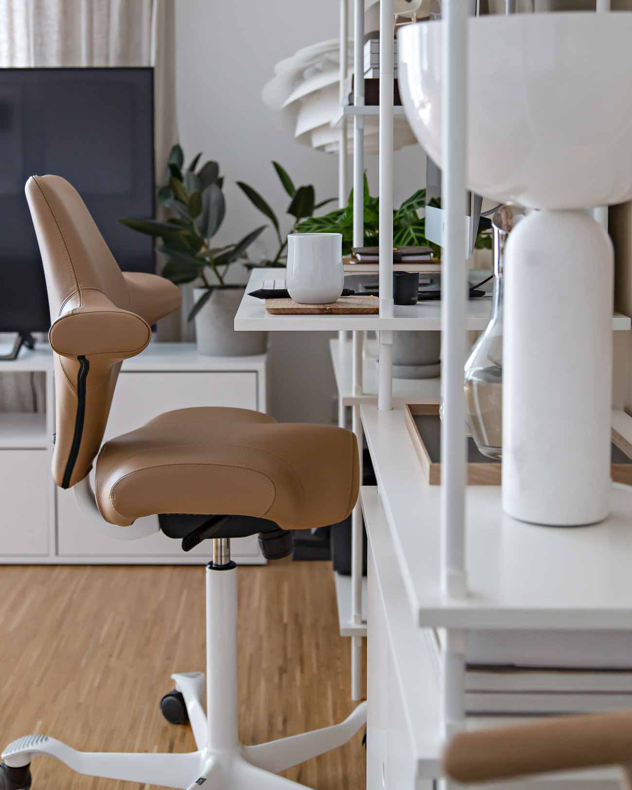 HÅG Capisco in brown paloma camel leather sideways view at home office desk