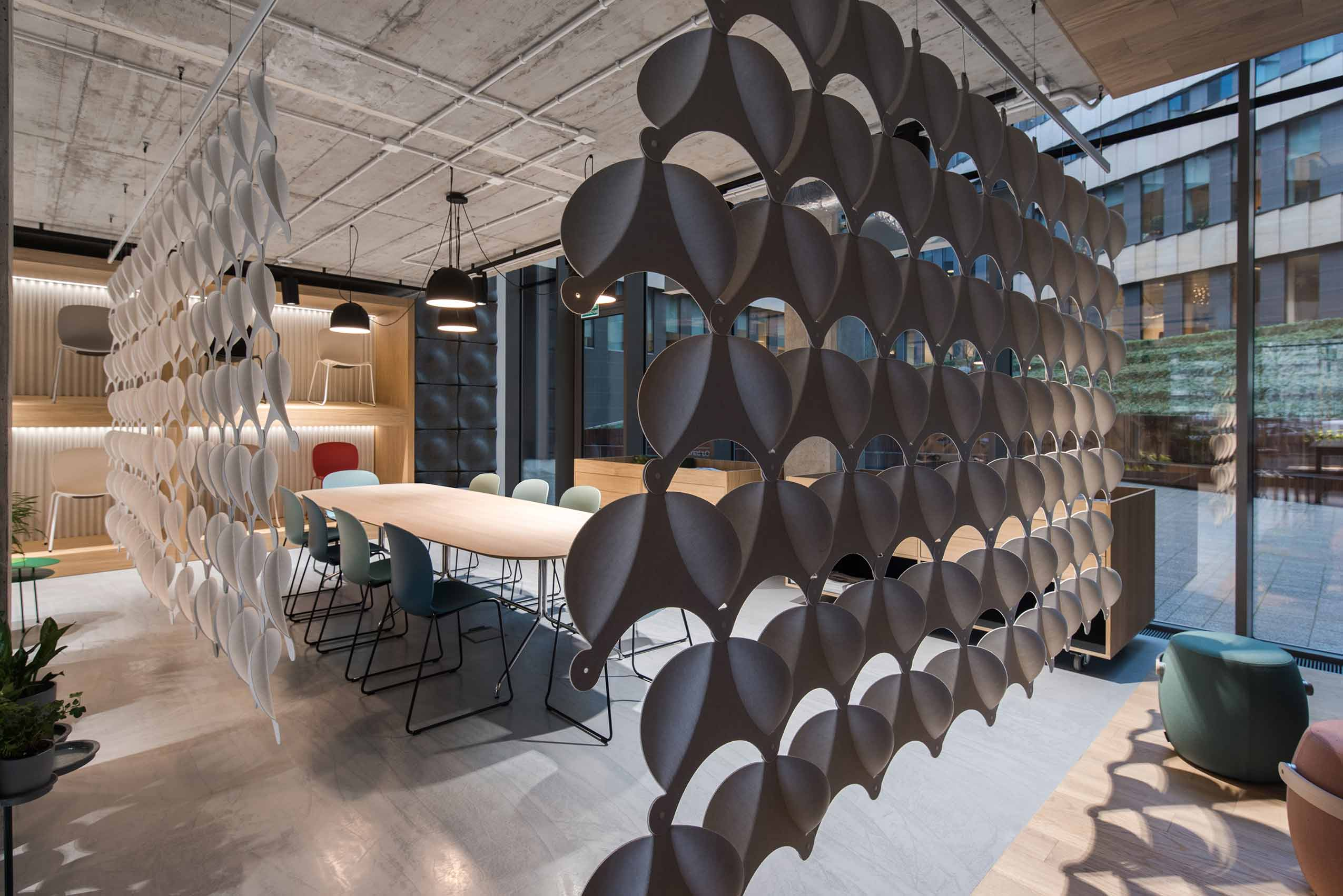 Flokk showroom in Poland with Offecct acoustic panels and RBM chairs