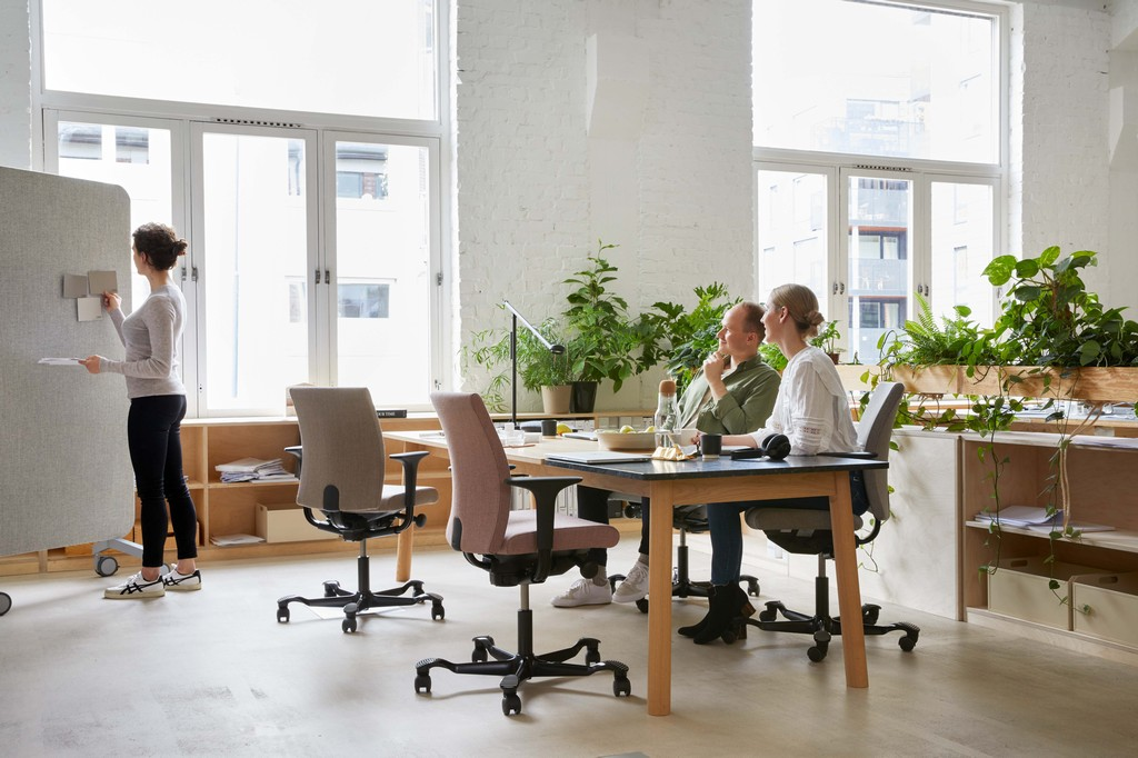 HÅG Creed chairs in office environment