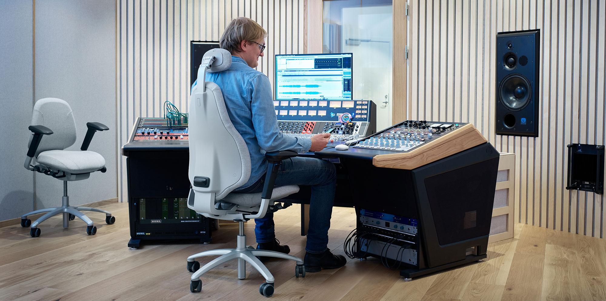 RH Mereo in music studio